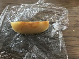 冷凍したリンゴ